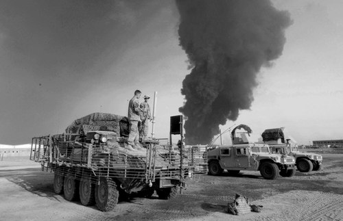 Oil_fire_in_bw